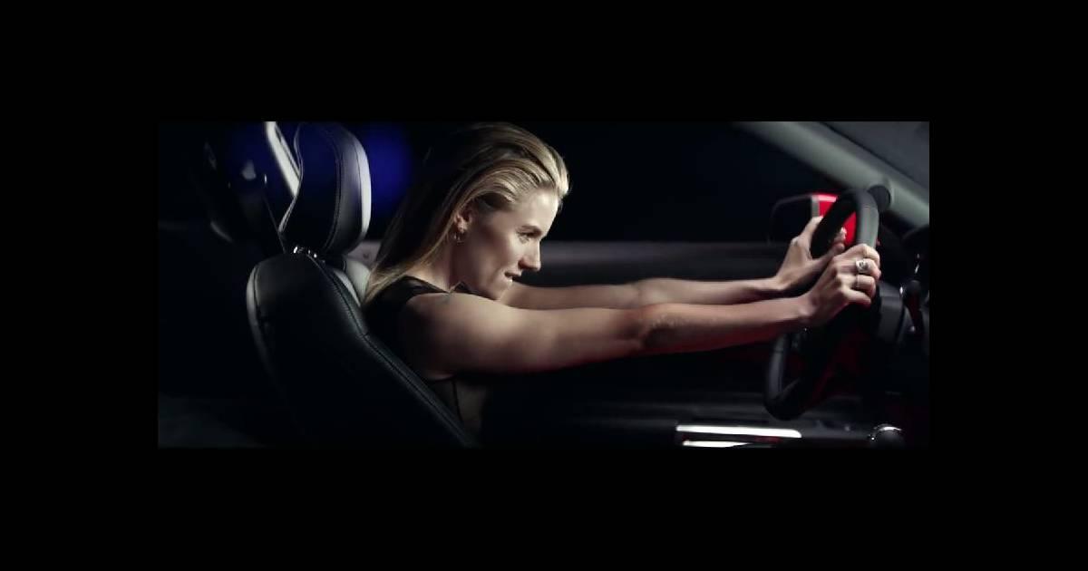Sienna Miller   Fan de gros engins, elle craque pour le nouveau bolide Ford  - Purepeople 7fdf03cea62