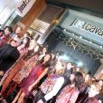 Roberto Cavalli et ses mannequins lors de l'inauguration de la nouvelle boutique Just Cavalli dans le quartier de SoHo. New York, le 12 décembre 2013.