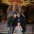 """Smain, son épouse et leur fille à la soirée d'inauguration de """"Jours de Fêtes"""" au Grand Palais à Paris, le 19 décembre 2013"""