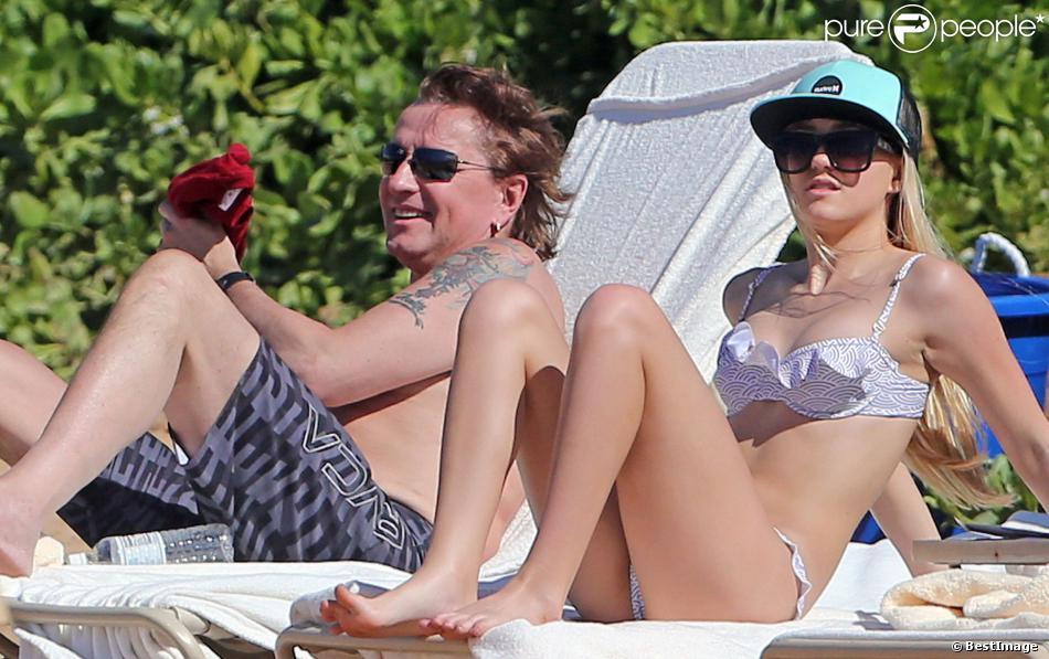 Richie Sambora avec sa fille Ava sur une plage à Maui, Hawaï, le 27 décembre 2013.