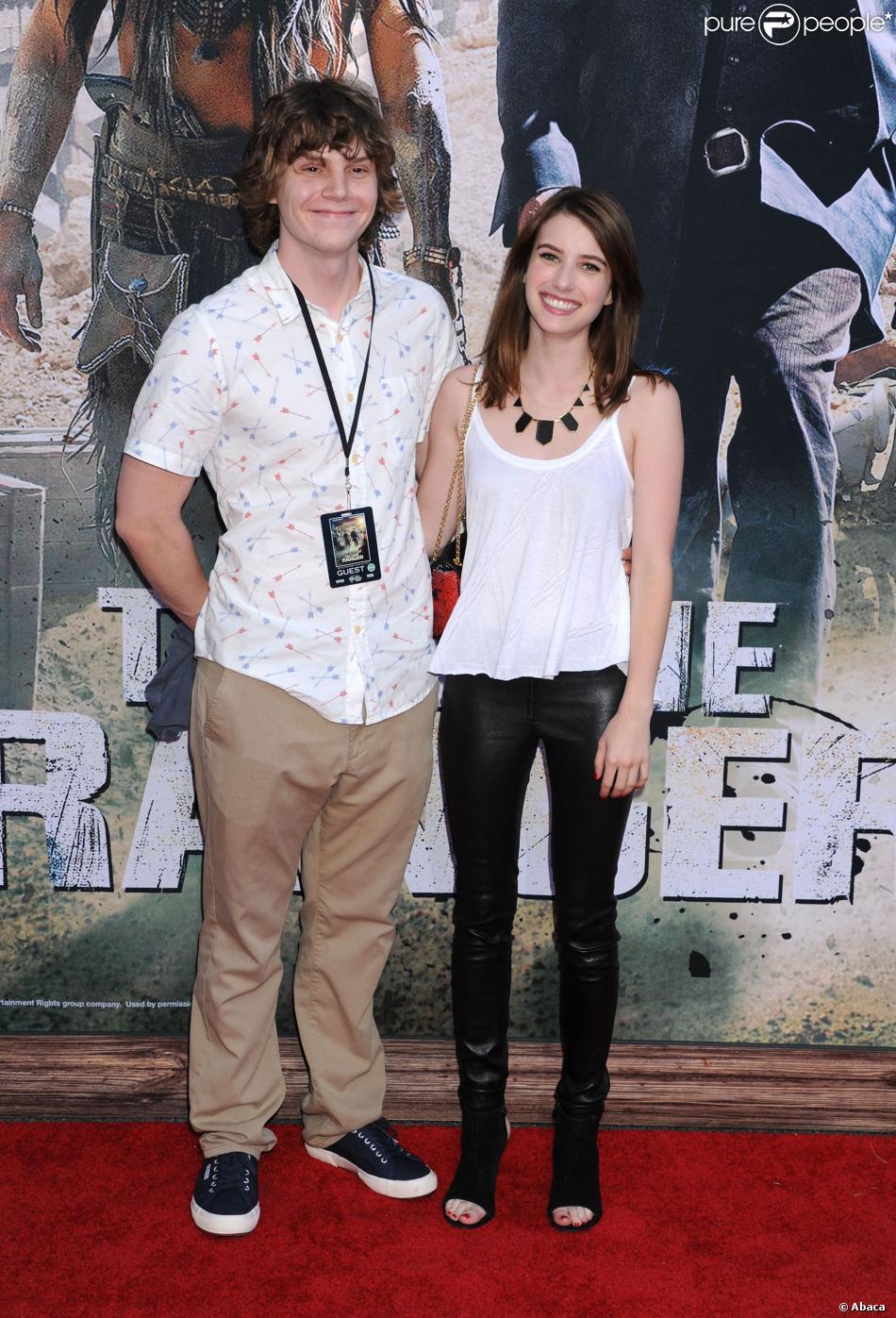 Evan Peters et Emma Roberts à Los Angeles, le 22 juin 2013.
