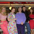 """Heidi Range, Cheryl Baker, Henry Winkler, Ben Freeman, Amy Anzellors du photocall de la comédie musicale """"Happy Days"""" à Londres le 8 janvier 2014."""