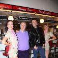 """Henry Winkler, Ben Freemanlors du photocall de la comédie musicale """"Happy Days"""" à Londres le 8 janvier 2014."""