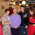 """Heidi Range, Cheryl Baker, Henry Winkler, Ben Freeman, Amy Anzel lors du photocall de la comédie musicale """"Happy Days"""" à Londres le 8 janvier 2014."""