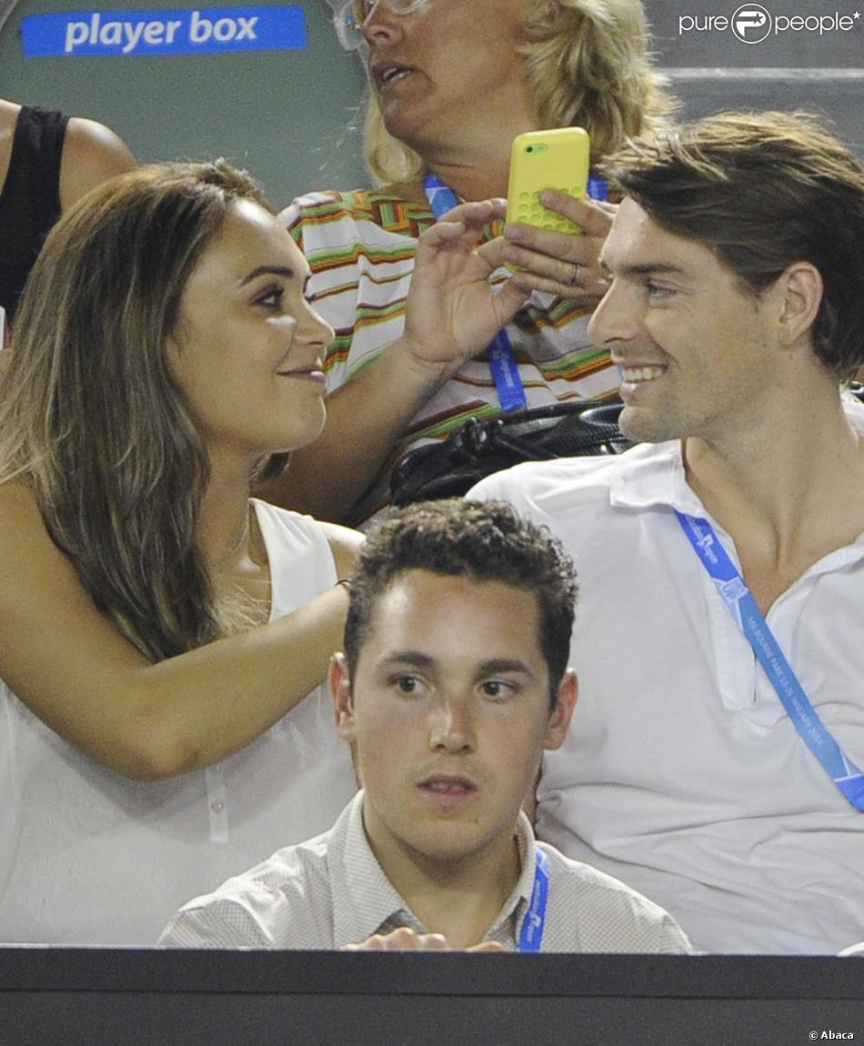 Camille Lacourt et son épouse Valérie Bègue, regards complices lors de la night session entre Vincent Millot et Andy Murray à l'Open d'Australie au Melbourne Park de Melbourne, le 16 janvier 2014