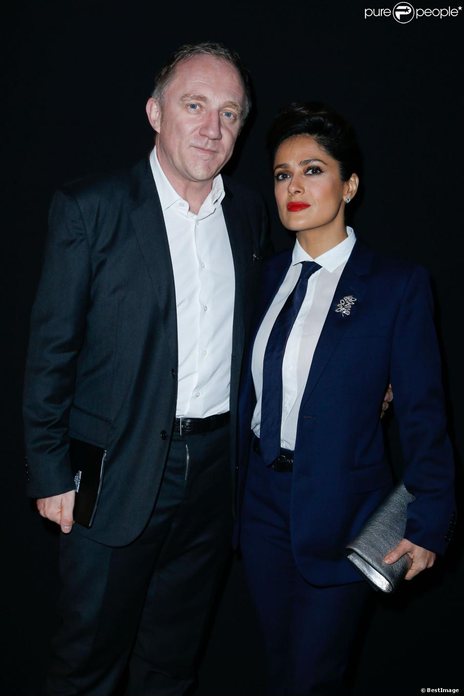 fashion week salma hayek chic en smoking pour le show saint laurent purepeople. Black Bedroom Furniture Sets. Home Design Ideas