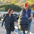 Exclusif - Jennifer Love Hewitt et son mari Brian Hallisay avec leur fille Autumn James à Santa Monica, le 16 janvier 2014.