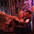 Matt Bomer fête les 50 ans de son compagnon Simon Halls à Los Cabos entouré de leurs amis Kelly Ripa et Mark Consuelos le 19 janvier 2014 dans un club privé.