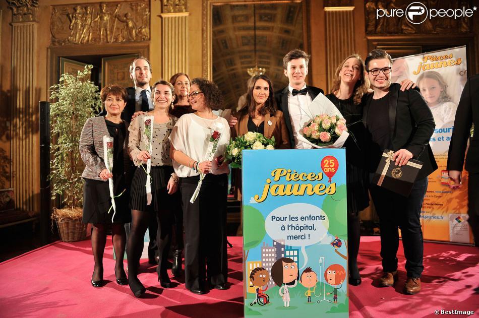 Le chanteur Olympe (The Voice saison 2) et Joyce Jonathan participent au gala de charité des Pièces Jaunes au Château de Compiègne, le 24 janvier 2014.