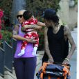 Amber Rose, son mari Wiz Khalifa et leur fils Sebastian se promènent à Los Angeles. Le 28 janvier 2014.