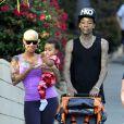Amber Rose, son mari Wiz Khalifa et leur fils Sebastian profitent d'une journée ensoleillée Los Angeles. Le 28 janvier 2014.