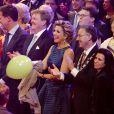 La princesse Beatrix, le premier ministre Mark Rutte, le roi Willem-Alexander, la reine Maxima, avec derrière elle le prince Constantijn et la princesse Laurentien au Ahoy de Rotterdam. La princesse Beatrix des Pays-Bas recevait le 1er février 2014 au Ahoy de Rotterdam, en présence de son héritier le roi Willem-Alexander et de la reine Maxima ainsi que de l'ensemble de la famille royale, un vibrant hommage en marque de gratitude pour ses 33 ans de règne, de 1980 à son abdication le 30 avril 2013 au profit de son fils Willem-Alexander.