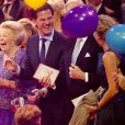 La princesse Beatrix hilare au côté du premier ministre Mark Rutte. La princesse Beatrix des Pays-Bas recevait le 1er février 2014 au Ahoy de Rotterdam, en présence de son héritier le roi Willem-Alexander et de la reine Maxima ainsi que de l'ensemble de la famille royale, un vibrant hommage en marque de gratitude pour ses 33 ans de règne, de 1980 à son abdication le 30 avril 2013 au profit de son fils Willem-Alexander.