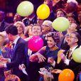 La famille royale s'amuse ! La princesse Beatrix des Pays-Bas recevait le 1er février 2014 au Ahoy de Rotterdam, en présence de son héritier le roi Willem-Alexander et de la reine Maxima ainsi que de l'ensemble de la famille royale, un vibrant hommage en marque de gratitude pour ses 33 ans de règne, de 1980 à son abdication le 30 avril 2013 au profit de son fils Willem-Alexander.