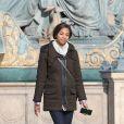 """Zoe Saldana tourne les premieres scènes du remake version mini-série de """"Rosemary Baby"""" (NBC) à Paris le 31 janvier 2014"""