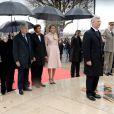 Le roi Philippe et la reine Mathilde de Belgique, à l'occasion de leur visite officielle à Paris le 6 février 2014 avec le Premier ministre Elio Di Rupo et le ministre des Affaires étrangères, ont déposé une gerbe au pied de la statue équestre d'Albert Ier, Cours-la-Reine, non loin de l'Elysée.
