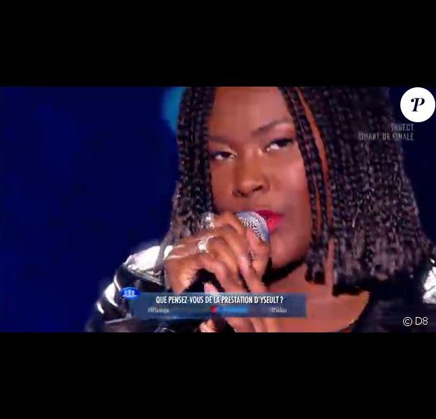 """Yseult chante Asaf Avidan lors des quarts de finale de la """"Nouvelle Star 2014"""", le 6 février 2014."""