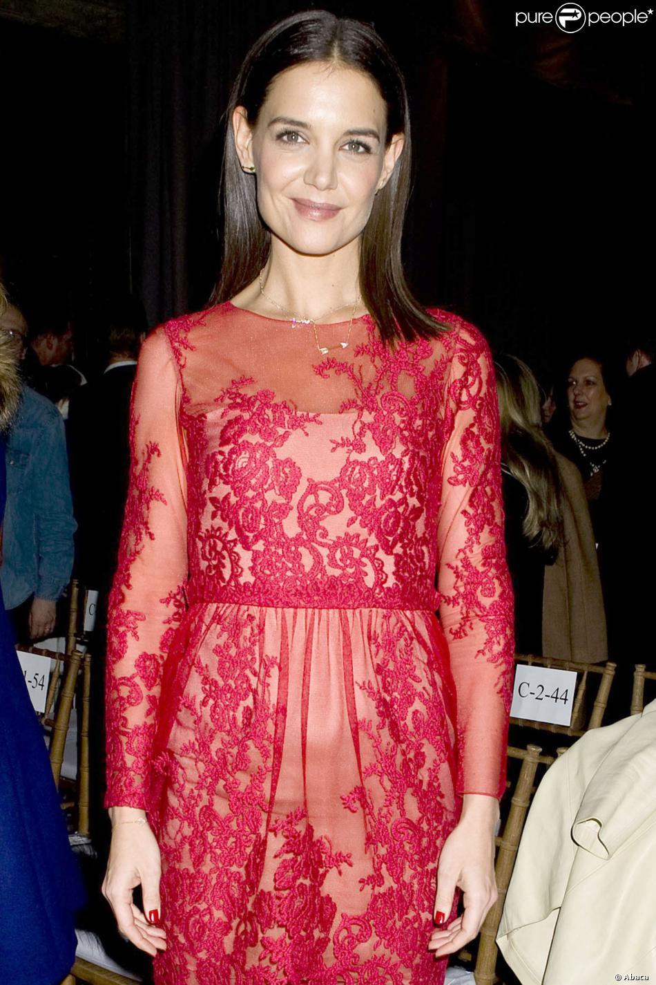 Katie Holmes assiste au défilé Marchesa, le 12 février 2014 à New York dans le cadre de la Fashion Week