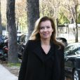 Exclusif - Valérie Trierweiler se promène avec son fils cadet Leonard à Paris le 23 octobre 2013.