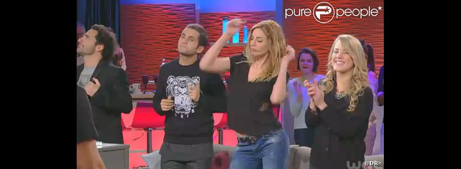 Ariane brodier danse dans la bande annonce de canap quiz for Canape quiz