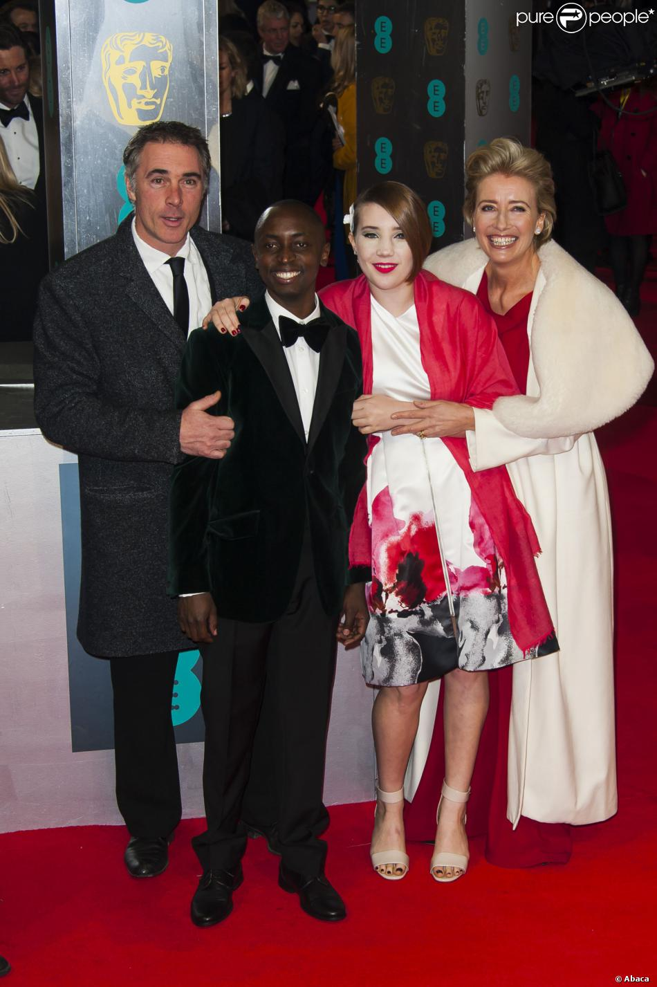 Emma Thompson avec son mari Greg Wise, leur fille Gaia et leur fils adoptif Tindy lors de la cérémonie des BAFTA Awards à Londres le 16 février 2014