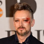 Boy George en sang aux Brit Awards 2014 ? Son nouveau look étonnant