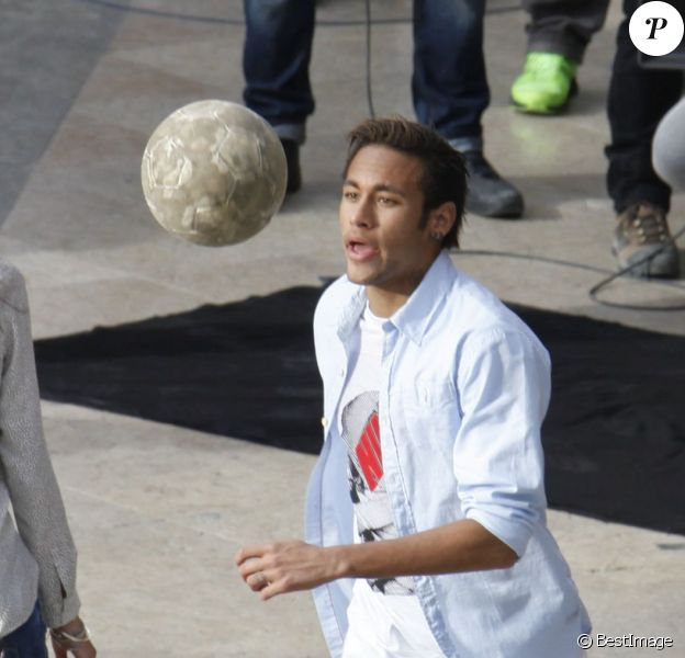Le joueur du FC Barcelone Neymar tourne une publicité à Barcelone le 20 février 2014.