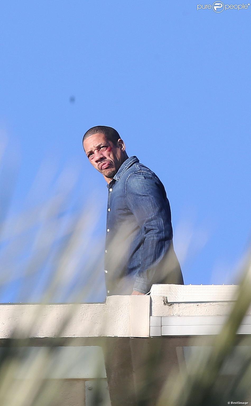 """Exclusif - JoeyStarr sur le tournage du film policier """"36 Heures à tuer"""", le nom provisoire du prochain film de Tristan Aurouet, à Cannes, sur le toit du Grand Hôtel, le 11 février 2014"""