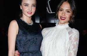 Jessica Alba et Miranda Kerr : Duo superbe et glamour pour un défilé électrique