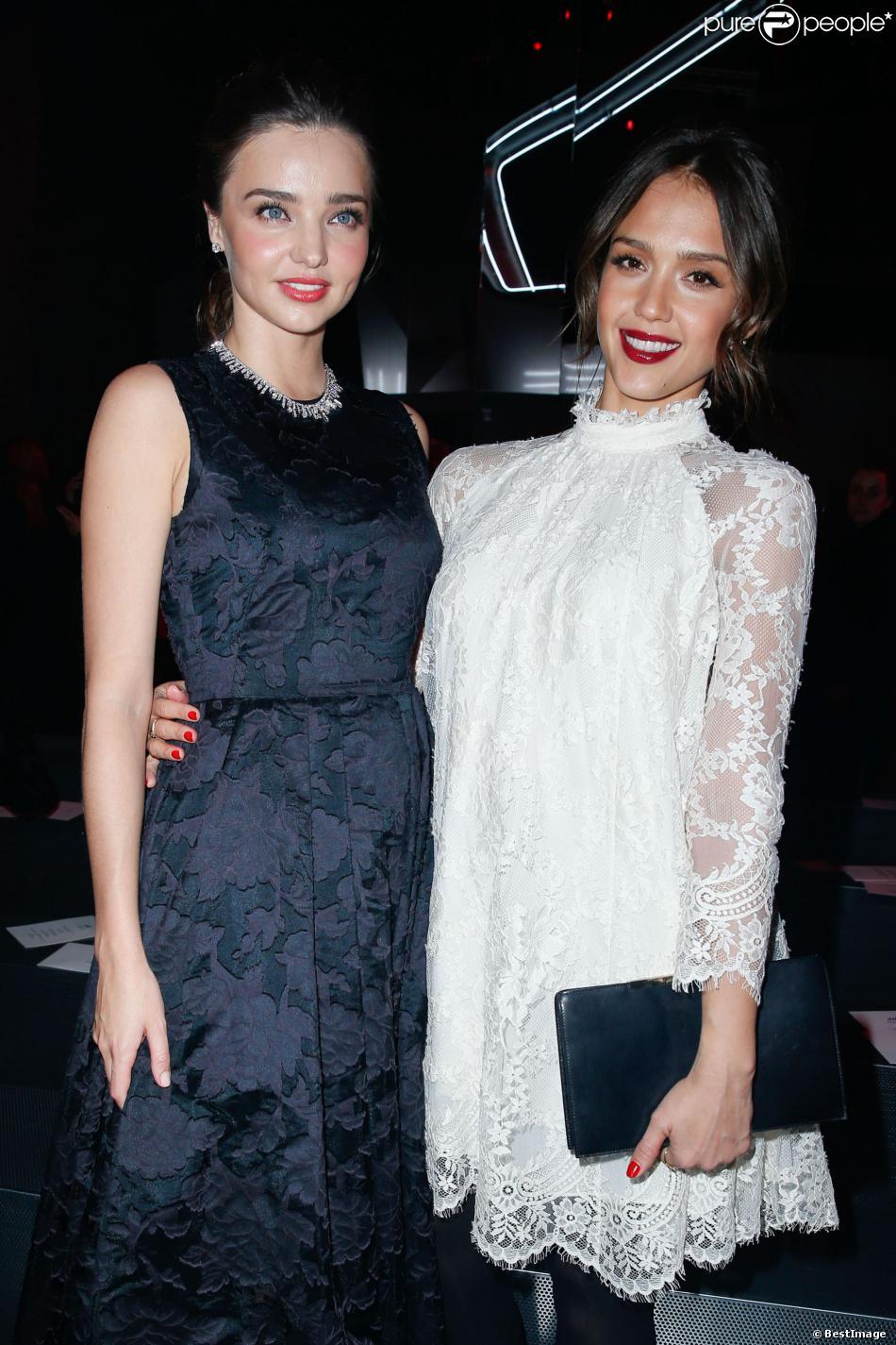 Miranda Kerr et Jessica Alba au défilé H&M au Grand Palais à Paris, le 26 février 2014.