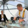 """Julien est victime de vertige dans la nacelle - """"Top Chef 2014"""", le 24 février 2014."""