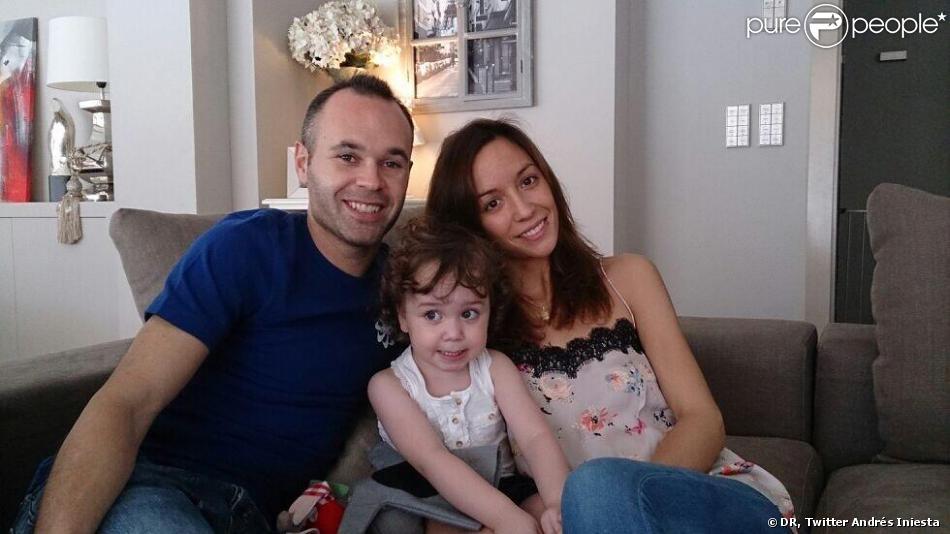 Andrés Iniesta et sa femme Anna Ortiz et leur fille Valeria le 27 octobre 2013.