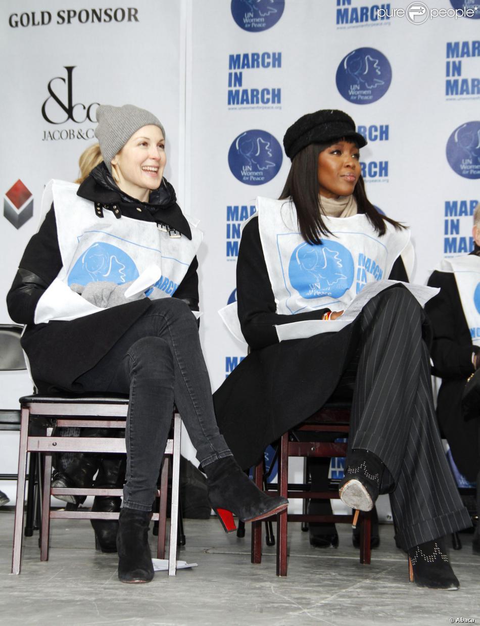 Kelly Rutherford et Naomi Campbell participe à la marche contre les violences faites aux femmes, à New York, le vendredi 7 mars 2014.