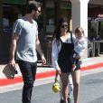 Kourtney Kardashian, Scott Disick et leurs deux enfants Mason et Penelope, quittent un restaurant après un déjeuner en famille. Woodland Hills, le 9 mars 2014.