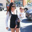 Kourtney Kardashian et sa fille Penelope à Woodland Hills, le 9 mars 2014.
