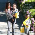 Kourtney Kardashian et ses deux enfants Mason et Penelope se rendent à une fête d'anniversaire. Beverly Hills, le 8 mars 2014.