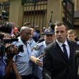 Oscar Pistorius à la sortie de la Haute cour de Pretoria, le cinquième jour de son procès à Pretoria, le 7 mars 2014