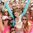Sara Sampaio, bien entourée lors de la Spring Break Beach Party de Victoria's Secret PINK, sur une plage de Destin en Floride. Le 13 mars 2014.