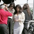 Kim Kardashian et sa soeur Kendall Jenner font du shopping et vont déjeuner à Beverly Hills le 15 mars 2014.