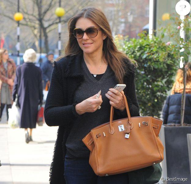 Elizabeth Hurley arrive à un club privé à Londres, le 12 mars 2014.