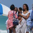 Kelly Rowland se détend avec son fiancé Tim Weatherspoon sur une plage de Miami, le 16 février 2014.