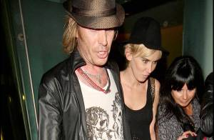 PHOTOS : Rhys Ifans et Kimberly Stewart, pause café pause tendresse...