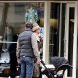 Exclusif - La princesse Madeleine, son mari Chris O'Neill et leur fille Leonore se promènent dans les rue de New York le 29 mars 2014.
