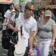 Exclusif - Larry Birkhead et sa fille Dannielynn se baladent à Universal City, le 1er août 2010.