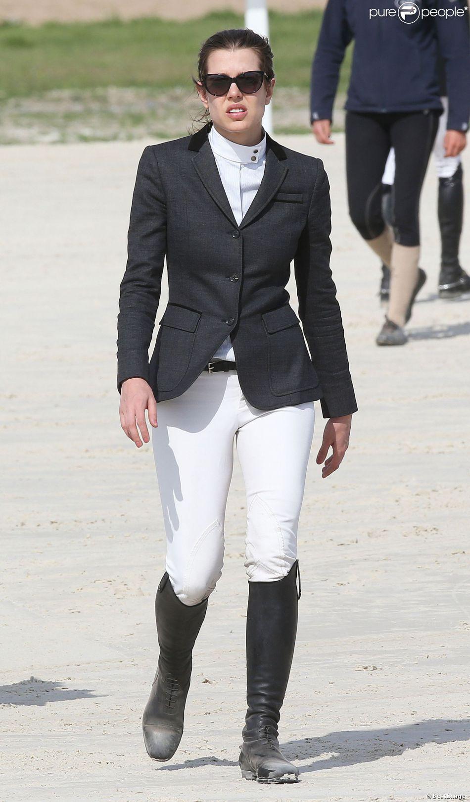 L'ambassadrice Gucci ne manque jamais de style ! Charlotte Casiraghi au jumping international de Cagnes-sur-mer, le GPA Jump Festival, le 5 avril 2014.