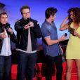 Dave Franco, Seth Rogen, Zac Efron et Tiffany Luce sur la scène des MTV Movie Awards 2014, le 13 avril 2014.