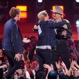 Johnny Depp, Josh Hutcherson et Sam Claflin sur la scène des MTV Movie Awards 2014, le 13 avril 2014.