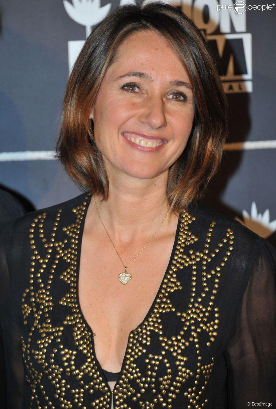 """Alexia Laroche Joubert - Soiree de levée de fond """"Ne les oublions pas"""" lors du dîner de gala caritatif """"Action contre la faim"""" au salon d'honneur du Grand Palais à Paris le 20 novembre 2013."""