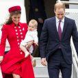 Le prince George de Cambridge, 8 mois, était habillé de blanc lors de son arrivée avec ses parents Kate Middleton et le prince William à Wellington, en Nouvelle-Zélande, le 7 avril 2014