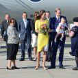 Le prince George, arrivant en Australie avec ses parents William et Kate le 16 avril 2014, a fait d'une certaine manière sensation en portant une barboteuse.